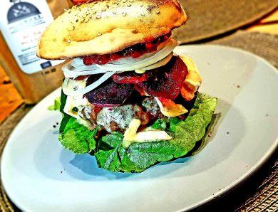 Burger mit Gorgonzola und Preiselbeeren – gewagt aber geil